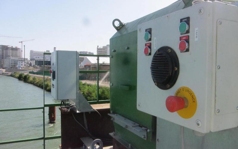 Coffret électrique de commandes déportées pour un convoyeur à bande - Tecnitude