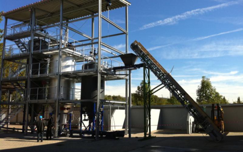 Installation avec convoyeur à bande Tecnitude et auget de réception - Biomasse