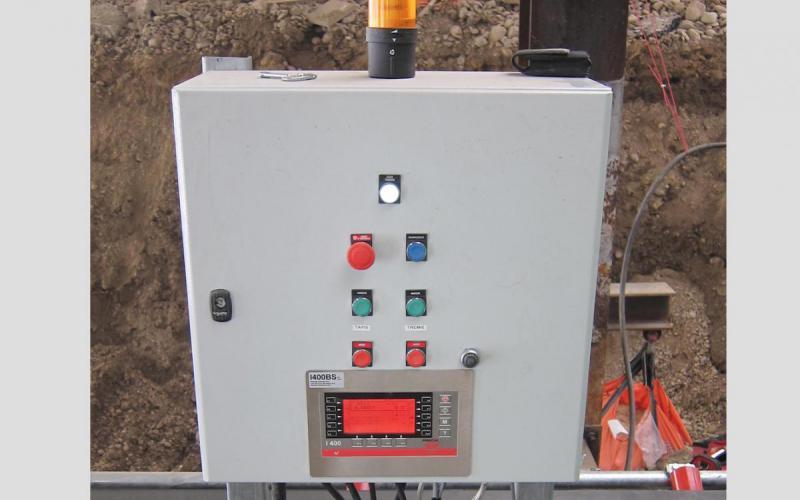 Armoire électrique avec station de pesage et variateur pour Manuextract - Tecnitude