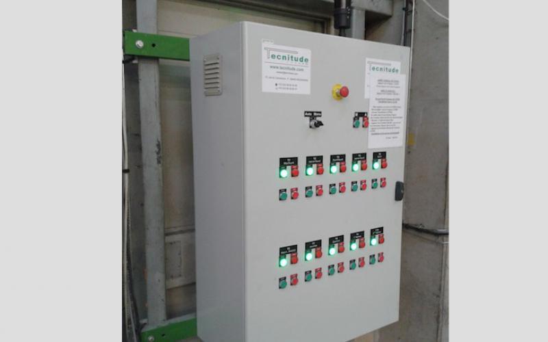 Armoire électrique pour une chaine de convoyeurs - Tecnitude