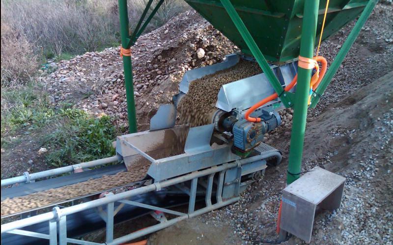 Extracteur à bande trémie Tecnitude - Transport terre et gravats