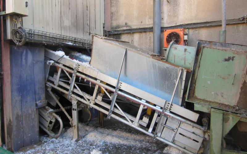 Convoyeur à bande Tecnitude pour le transport de plastique déchiqueté - Recyclage