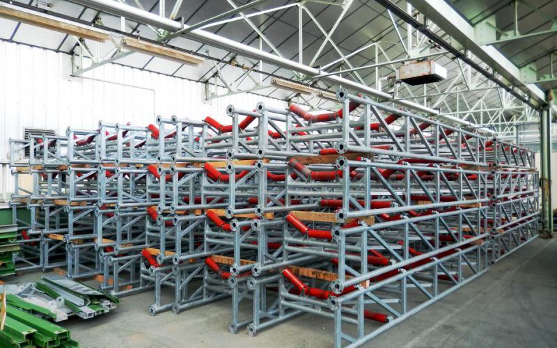 Hangar de convoyeurs prêt à louer