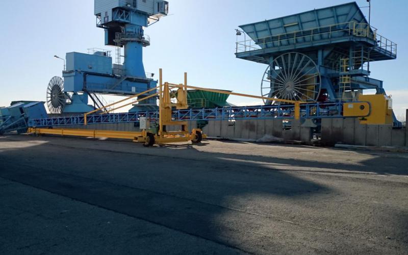 Convoyeur à bande Tecnitude déplaçable pour le chargement de navires en zone portuaire