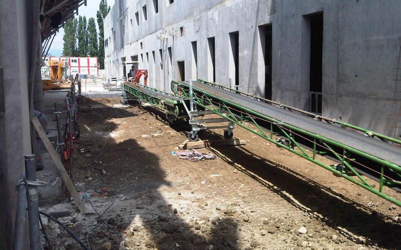 Convoyeur à bande déplaçable Manubloc Tecnitude - Manutention de terre