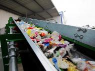 Convoyeur à bande Tecnitude pour le transport de déchets plastiques